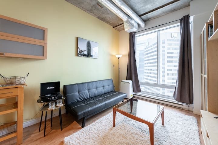Gorgeous Downtown Loft Near Rogers Place!