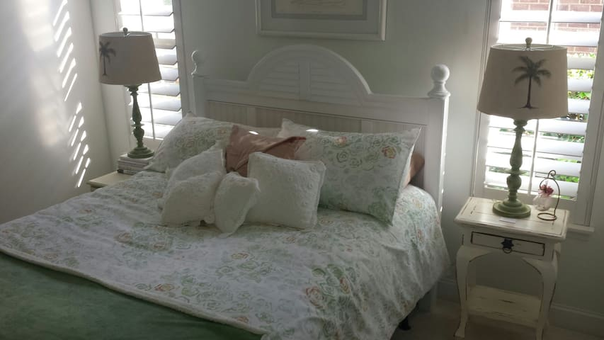 Queen bed, light and airy room - Conway, South Carolina, US - Rumah
