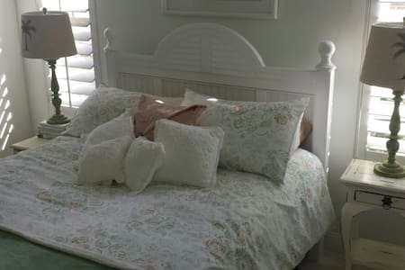 Queen bed, light and airy room - Conway, South Carolina, US