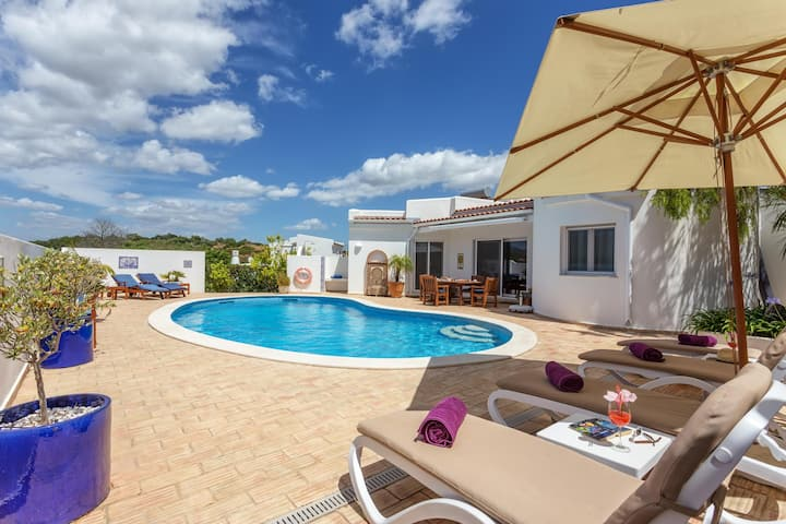 Spacious Villa Sagres with Mountain View, Pool, A/C, Wi-Fi, Jacuzzi, Terrace & Garden; Parking Available, Wheelchair-Accessible
