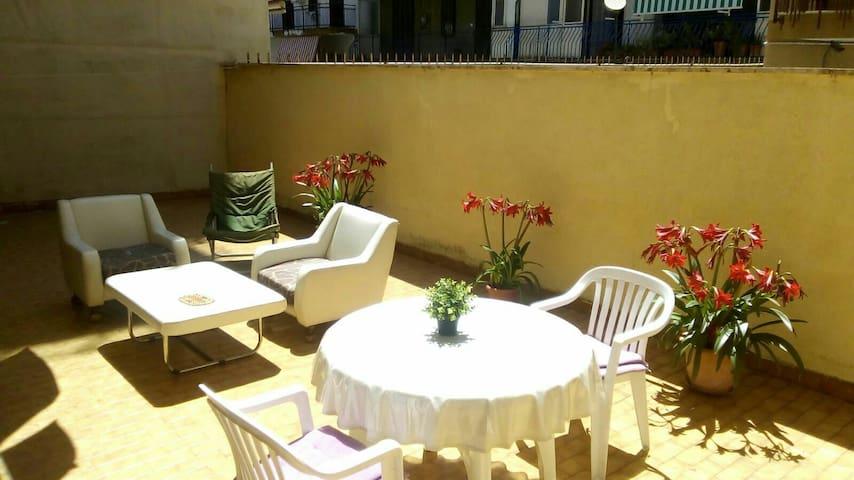 Intero Appartamento a Napoli per 2 max 4 persone