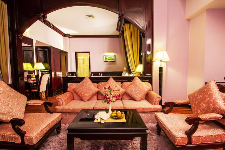 Grand Suite Room at Ree Hotel