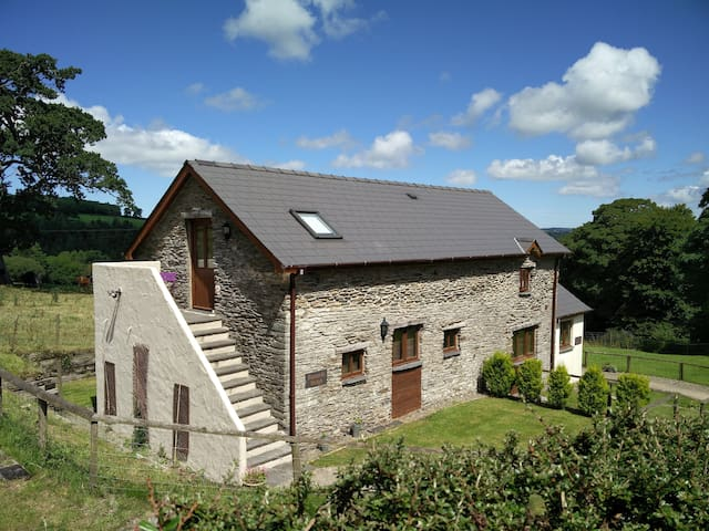 Beautifully converted barn, in a beautiful setting - Newchapel