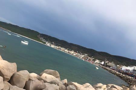 Plusieurs logements face à la mer. Raf-Raf Plage