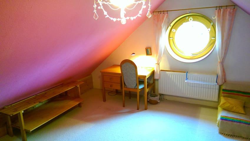 *Gemütliches Dachzimmer in Uninähe* - Lüneburg - Σπίτι