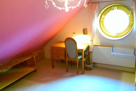 *Gemütliches Dachzimmer in Uninähe* - Lüneburg - Hus