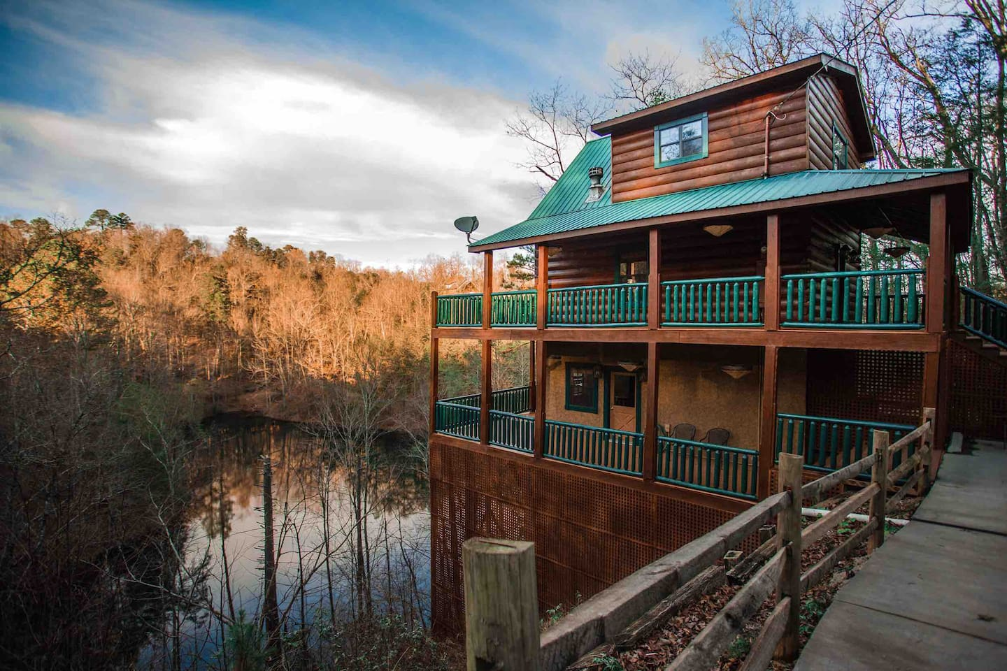 Mirror Lake Log Cabin Airbnb Gatlinburg