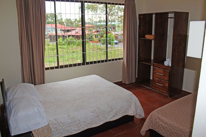 Bedroom with A/C unit: 2 Double beds