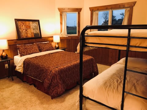 Bergum Ridge Cozy Rm, private bath, 1-7 nights
