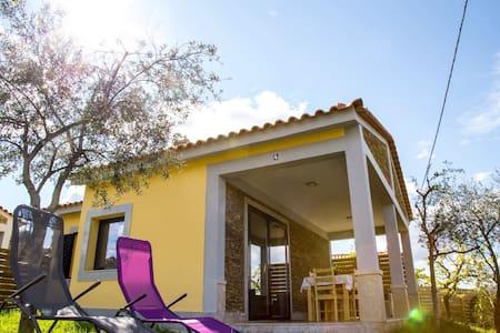 Casas do Paço - Casa Amarela - Arco de Baúlhe  - Huis