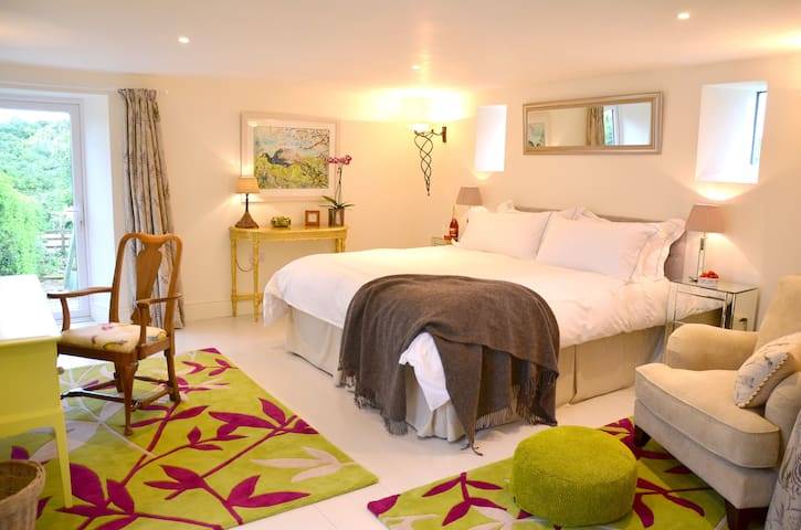 Stylish B&B in The Old Stables - Cornwall