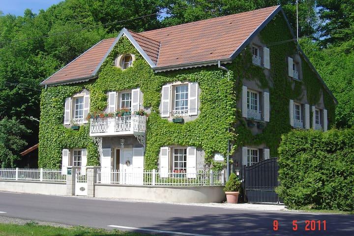 Les Blancs Volets - Plancher-Bas - Gästehaus