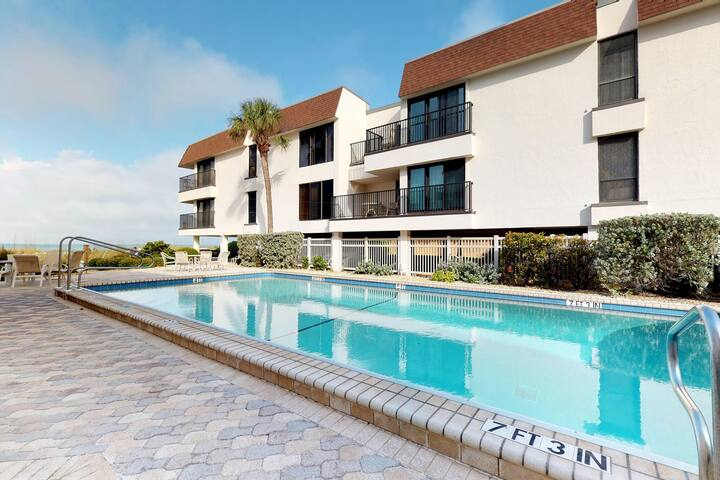 Gulf-front condo w/balcony & shared pool - only steps from beach & trolley!