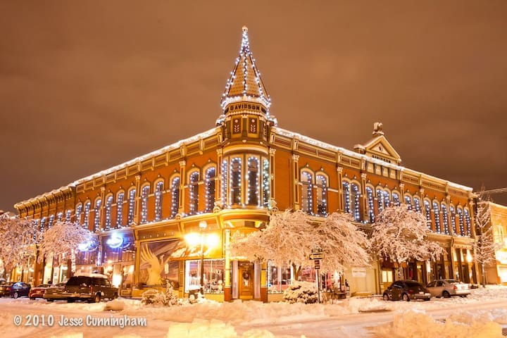 Enjoy the holidays in historic downtown Ellensburg, WA!  Local shops, breweries, wine tasting rooms, fine dining and more!