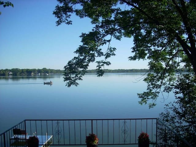 Pike Lake Home with View (12 Mins from Erin Hills) - Hartford - Tatil evi