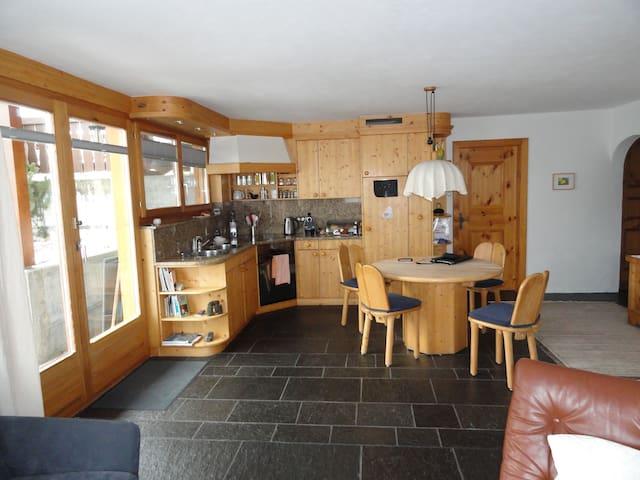 Gemütliche, komfortable Wohnung im sonnigen Ftan - Ftan - Lägenhet