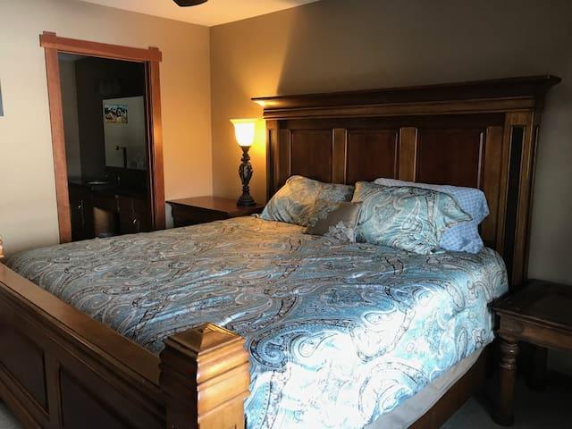 3 bedroom condo in Three Sister's Village, Canmore