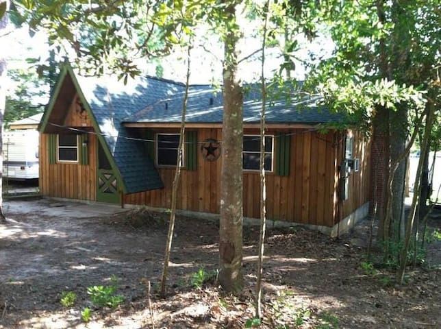 Cedar cabin on the land of Lost Lakes TX Ivanhoe - Woodville - Skáli