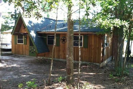 Cedar cabin on the land of Lost Lakes TX Ivanhoe - Woodville - Chalet