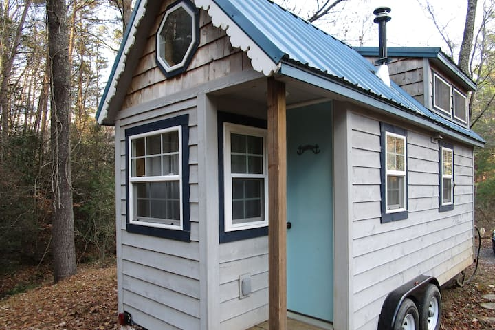 Tiny Woodland Cottage in Swannanoa