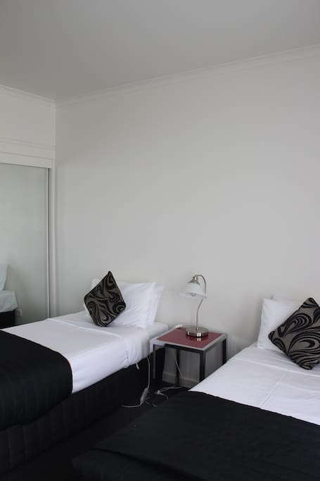 Executive Apartment - Twin beds (2nd Bedroom)