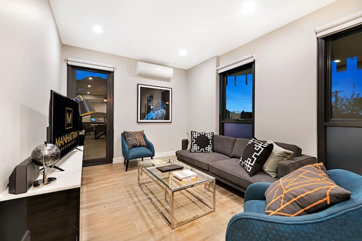 Two Bedroom Standard at Manhattan Apts Glen Iris