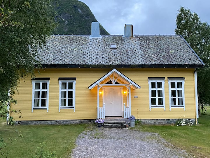 Tresfjord, Skuleheim - schoolhouse from 1902