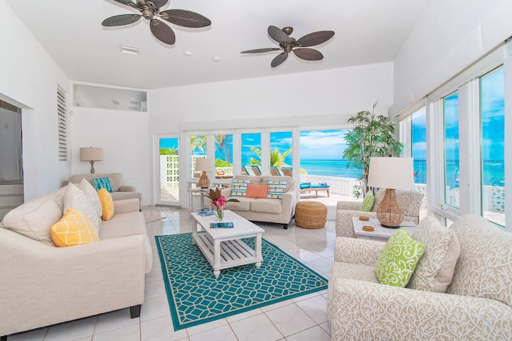 Moon Glow: Renovated Beachfront Villa w/Great Snorkeling Close to Rum Point Beach