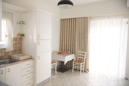 Διαμέρισμα στο Πλωμάρι - Apartment in Plomari - Plomari - Appartement