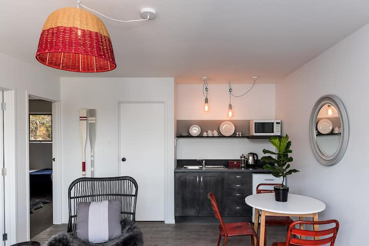2 Bedroom apartment in Russell
