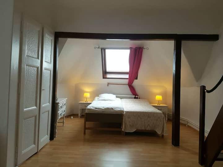 Grande chambre meublée sans service hôtelier G