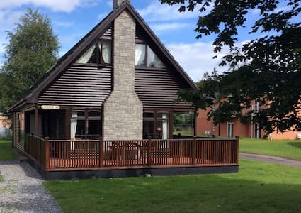 A spacious lodge for 10 in Portumna - forest/lake