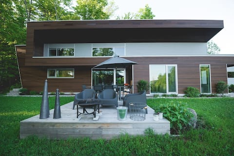 Contemporary style cottage