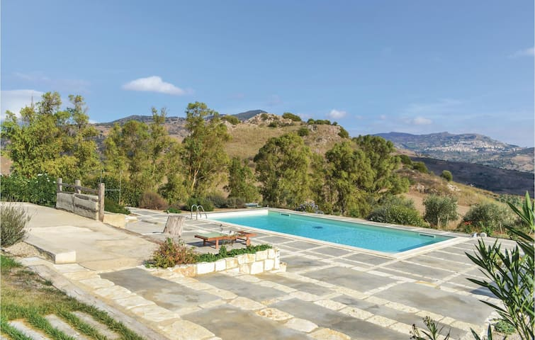 Holiday apartment with 1 bedroom on 70 m² in Roccapalumba -PA-
