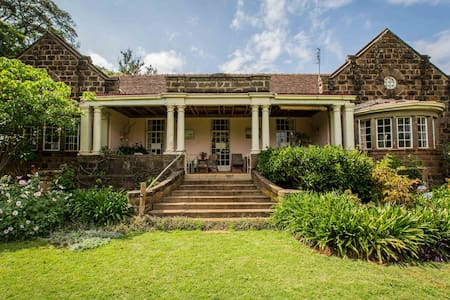 """The Constant Gardener"" home sngle - Nairobi - Bed & Breakfast"
