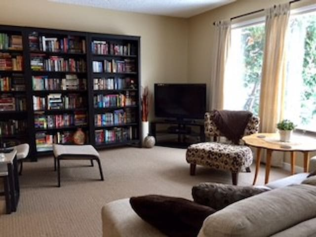 Central Inglewood Apartment - Edmonton - Huoneisto