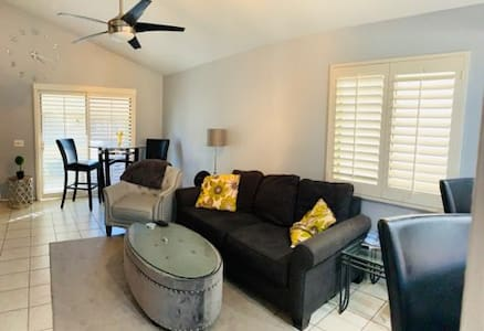 2 bed townhouse in palm springs area.