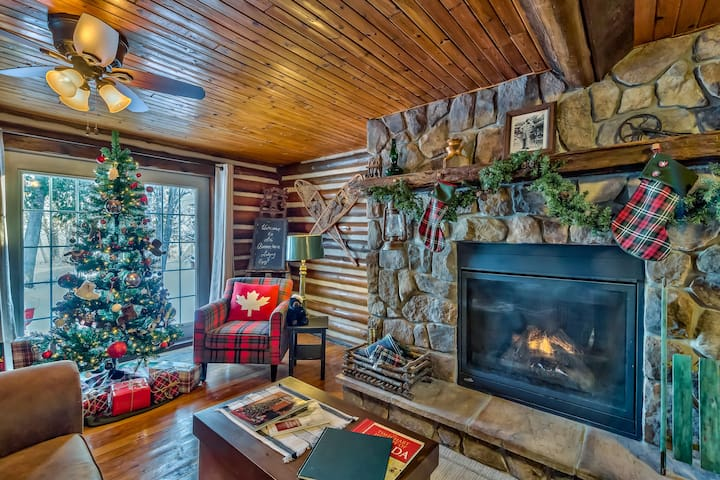 Canadian Lakefront Cabin, with Fireplace.