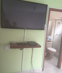 Habitación clara, limpia, cómoda. - Medellín - Bed & Breakfast