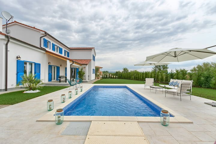 Family friendly holiday villa with 4 bedrooms
