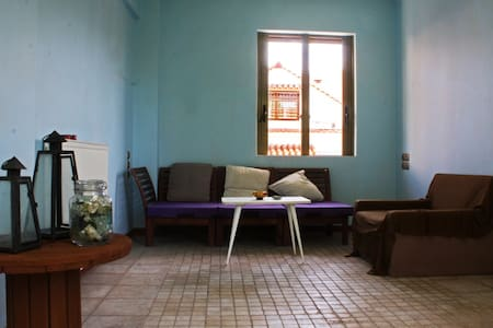 Quiet room at the center of the city - Patras - Casa
