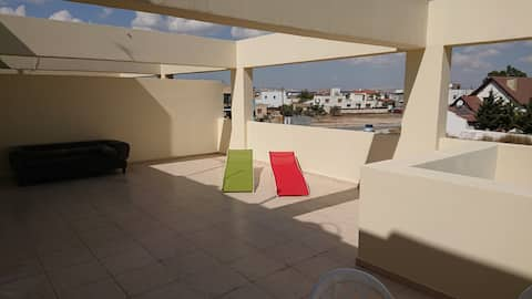 Top floor 1 bedroom apartment with sea view!!
