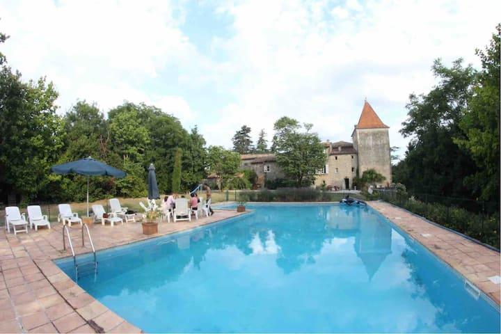 Château du Falga et sa grande piscine