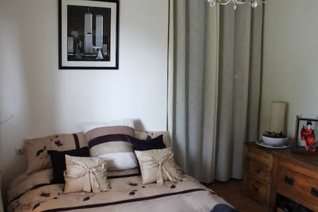 Double room with private en-suite bathroom