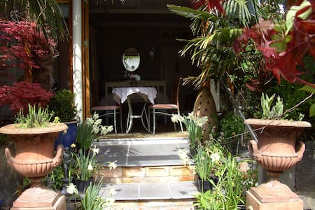 Unique Courtyard Garden Studio Apartment Cork - Glounthaune - Cabin