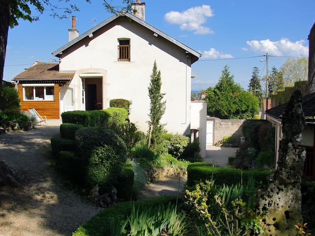 Family house in the middle of the vineyards - Volnay - Casa
