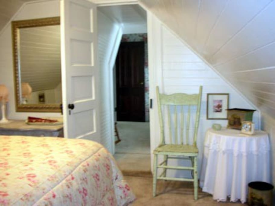 Thumbnail of second Suite bedroom wi