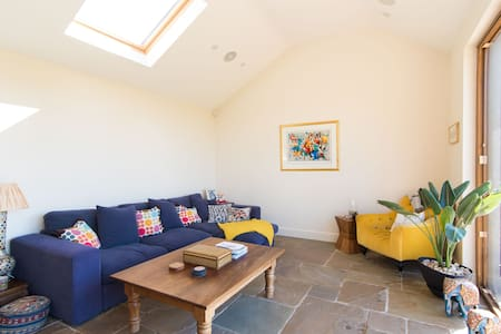 Private Room in Family Home - Haddenham - Hus