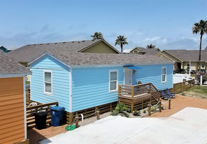 2 BR/2 BA, Close to the Beach, Pets Welcome!