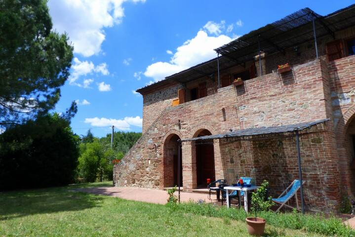 The estruscan home, lodging Quercia
